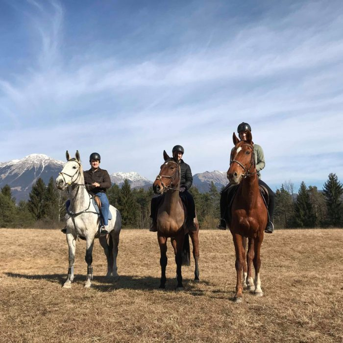 Horse-riding-bled-group