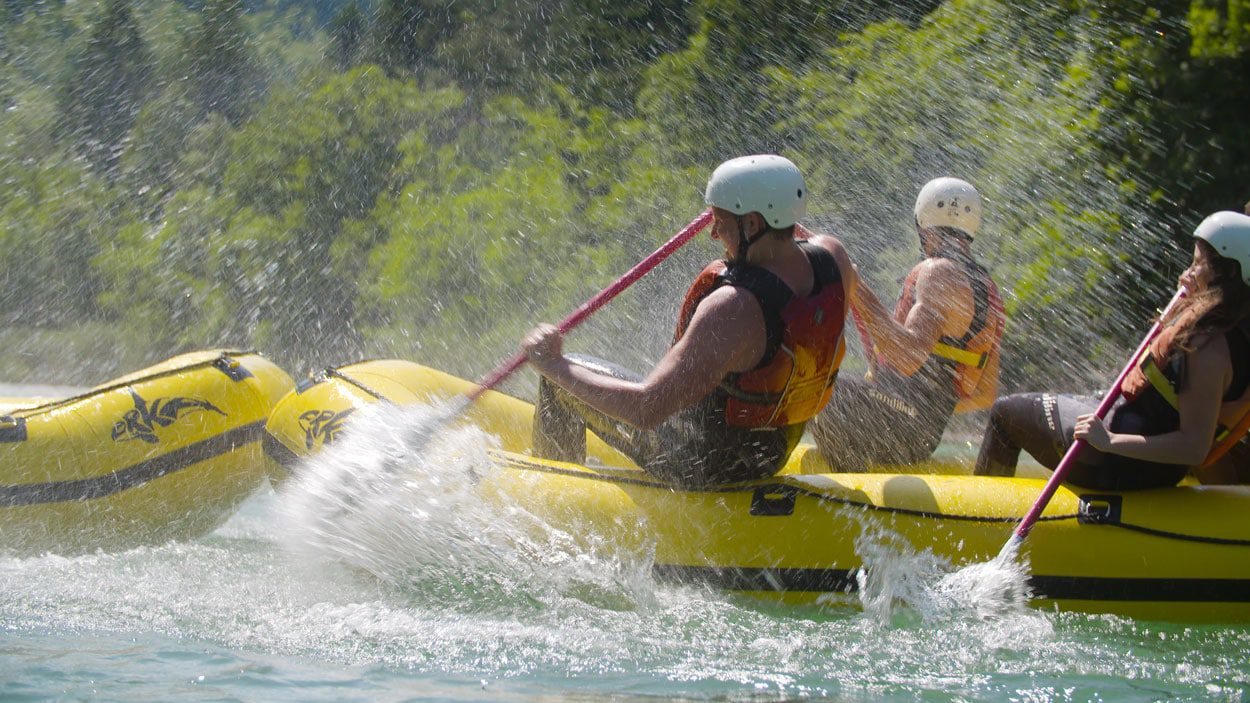 Water splashing group rafting members