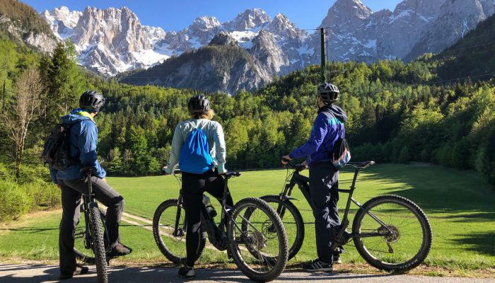 Bikers-watching-mountains