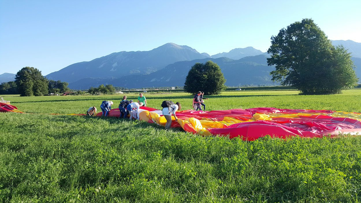 Group of people preparing the ballon for the flight